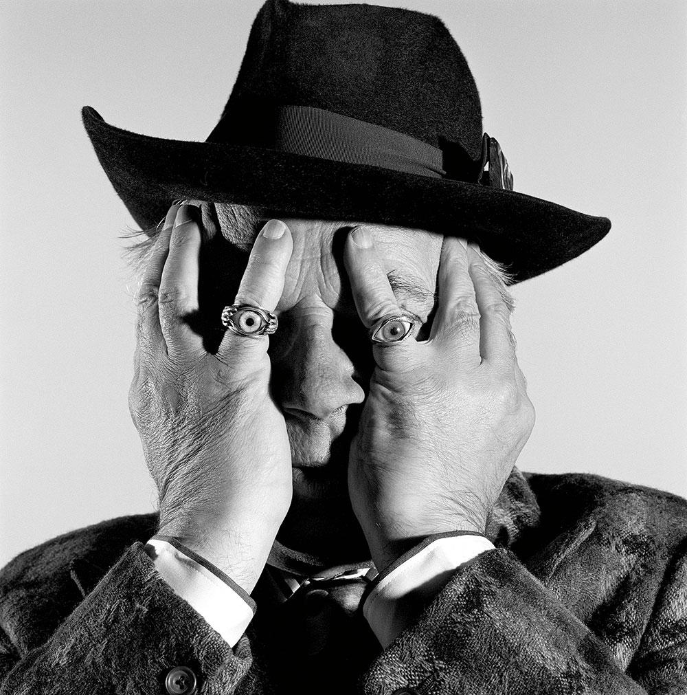 Brian Griffin, el fotógrafo surrealista que capturó 40 años de retratos al estilo film noir