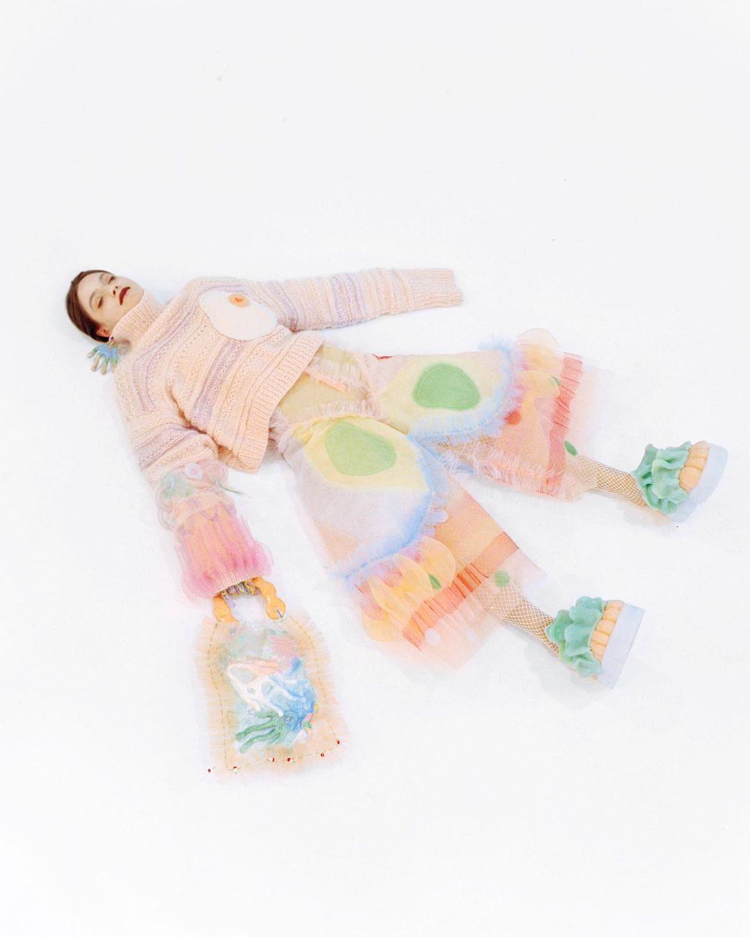 Beate Karlsson, la diseñadora avant-garde que crea piezas surrealistas inspiradas en bebés