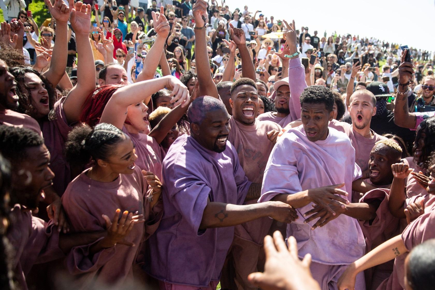 """Ahora el """"Sunday Service"""" de Kanye West será su nueva línea de ropa y accesorios"""