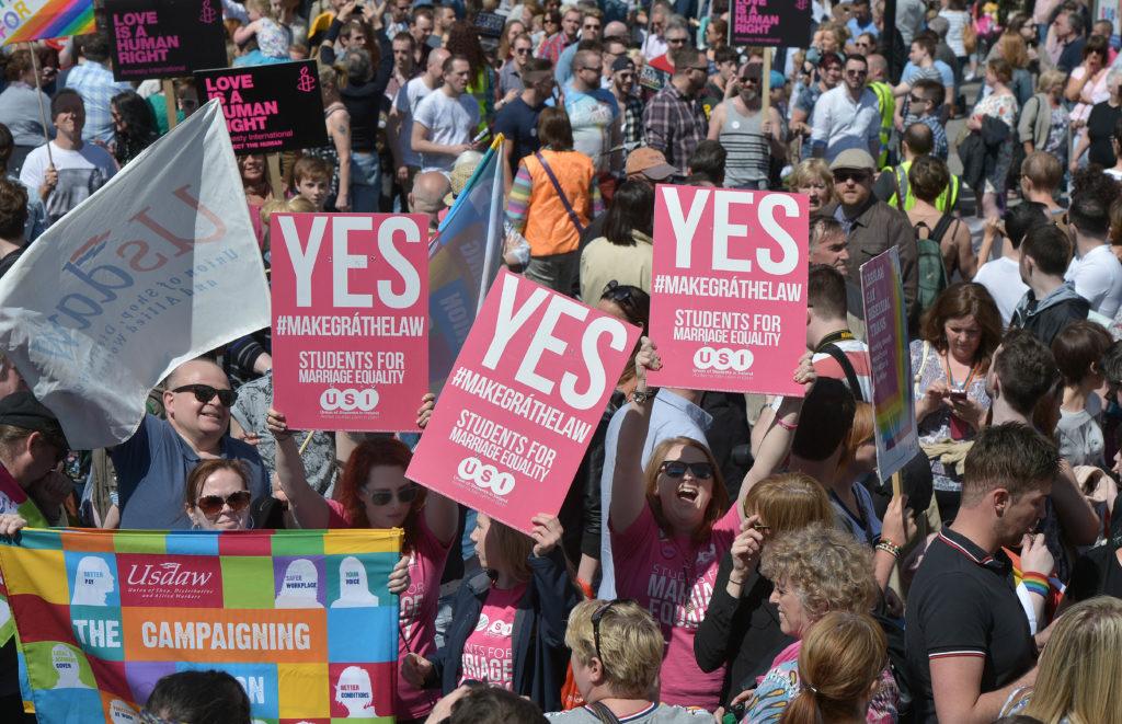 Parlamento Británico aprueba matrimonio igualitario y despenalización del aborto en Irlanda del Norte
