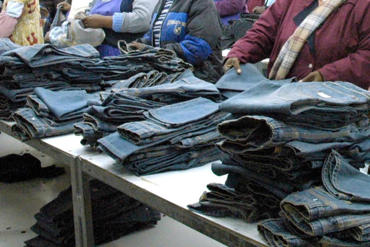 Costureras en Lesoto son forzadas a tener sexo en fábricas de Levi Strauss, Calvin Klein y Wrangler