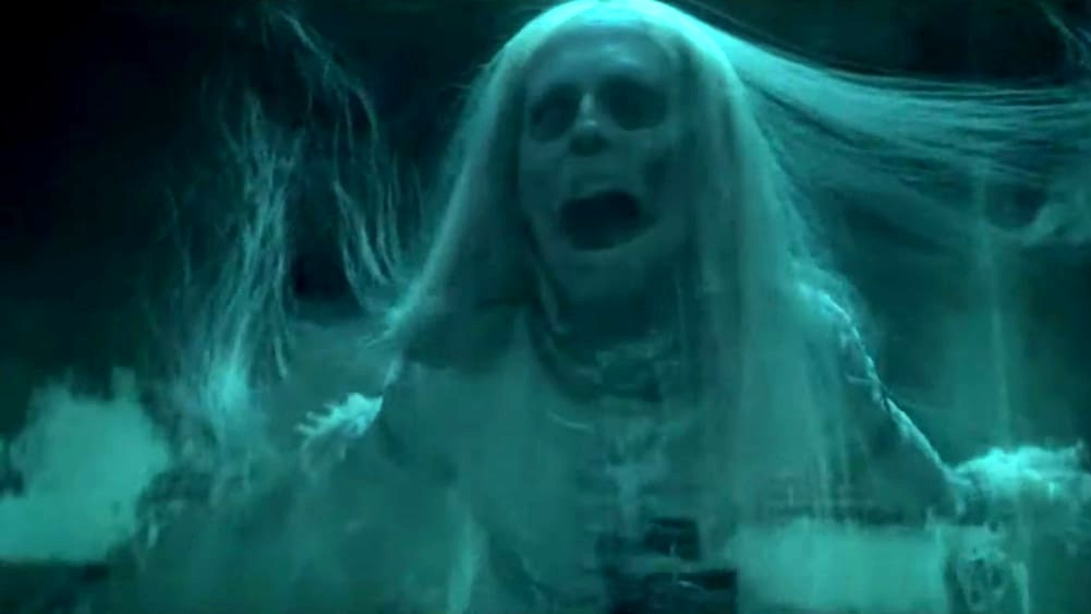 """Scary Stories to Tell in the Dark"": Lana Del Rey hace cover de ""Season of the Witch"" en su nuevo trailer"