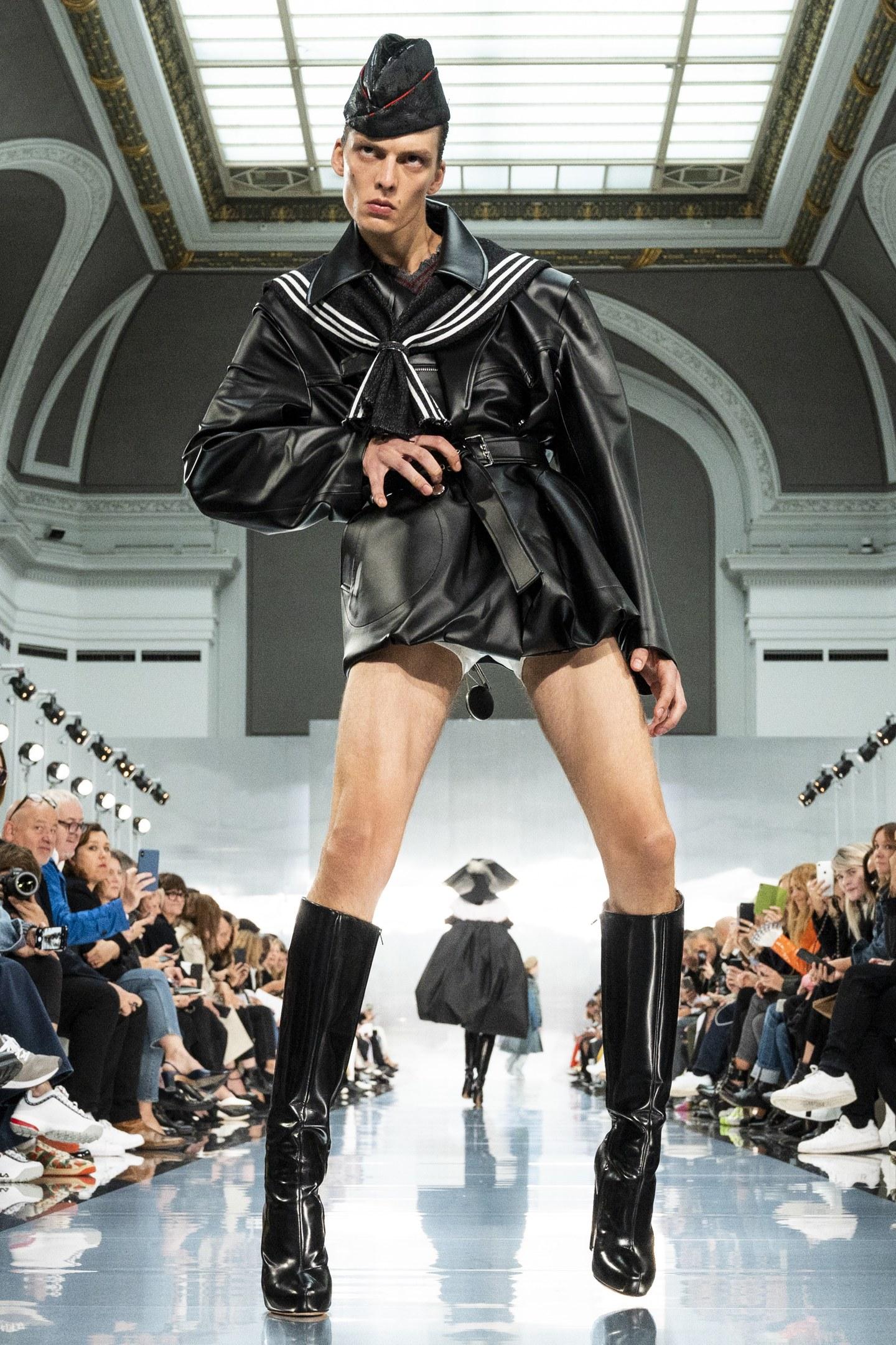 Conoce a Leon Dame, el modelo que encendió la Paris Fashion Week con este catwalk ultra salvaje
