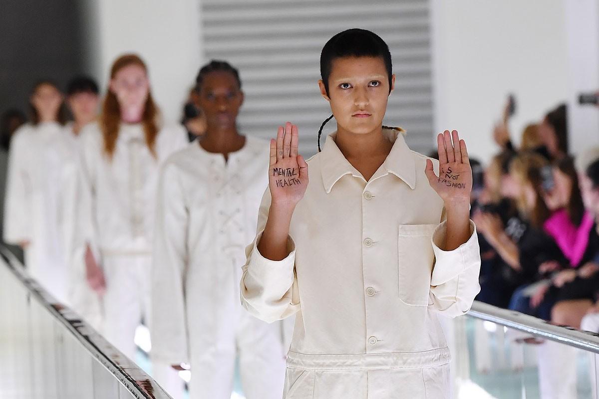Ayesha Tan Jones, la modelo que protestó en la pasarela de Gucci, revela por qué lo hizo