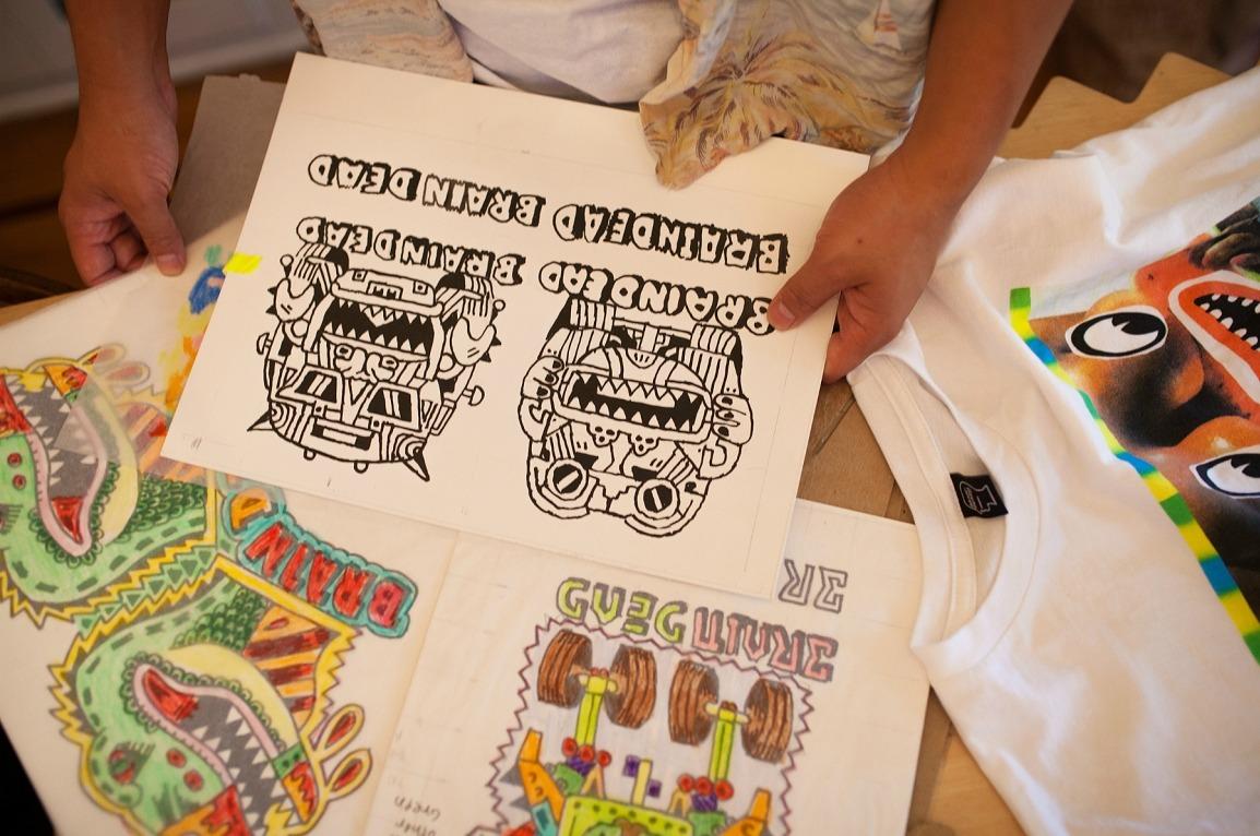 Parte de las influencias visuales de Brain Dead en su estudio de L.A. Fotografía: HighSnobiety