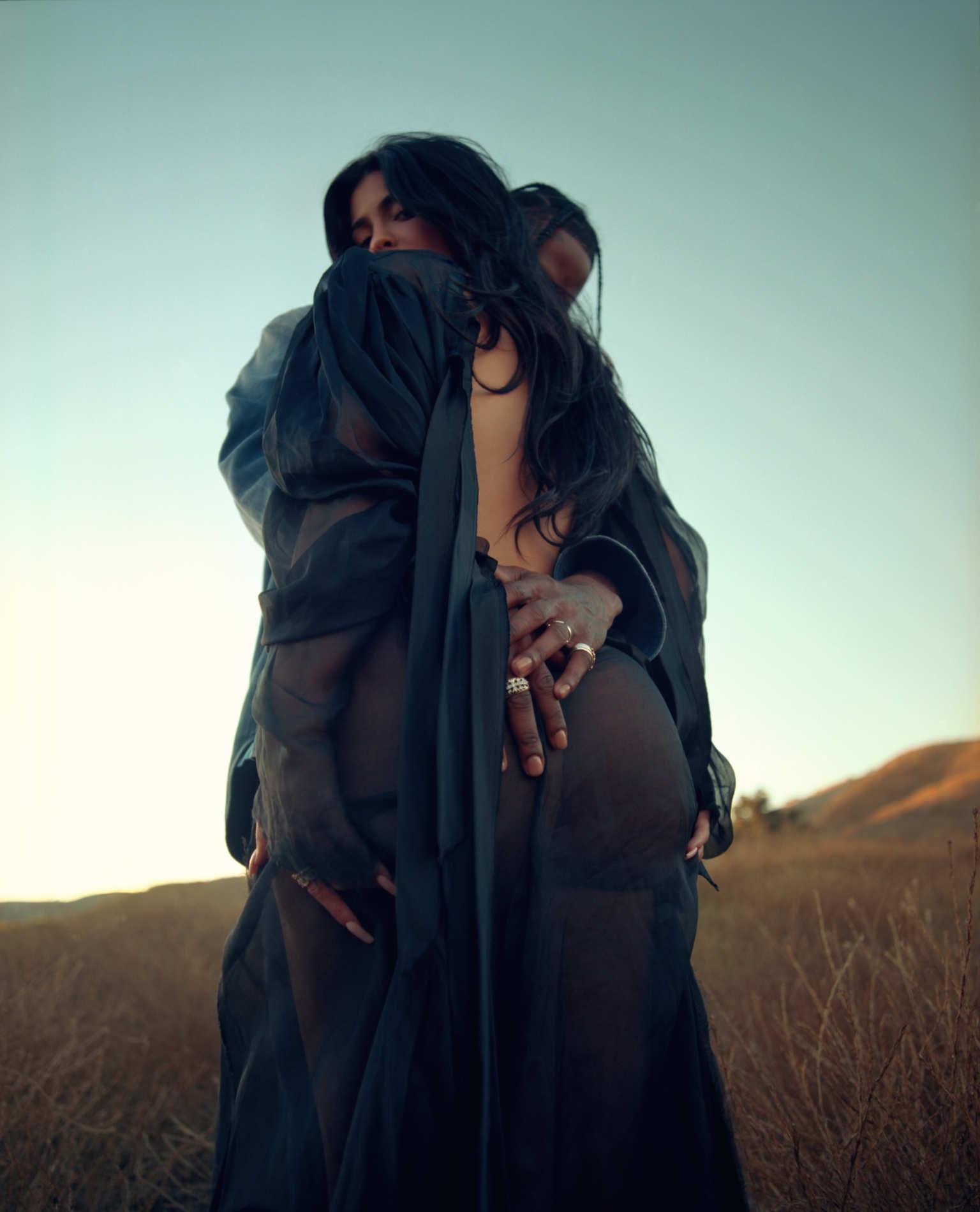 Kylie Jenner y Travis Scott en el nuevo número de Playboy. Fotografía: Sasha Samsonova