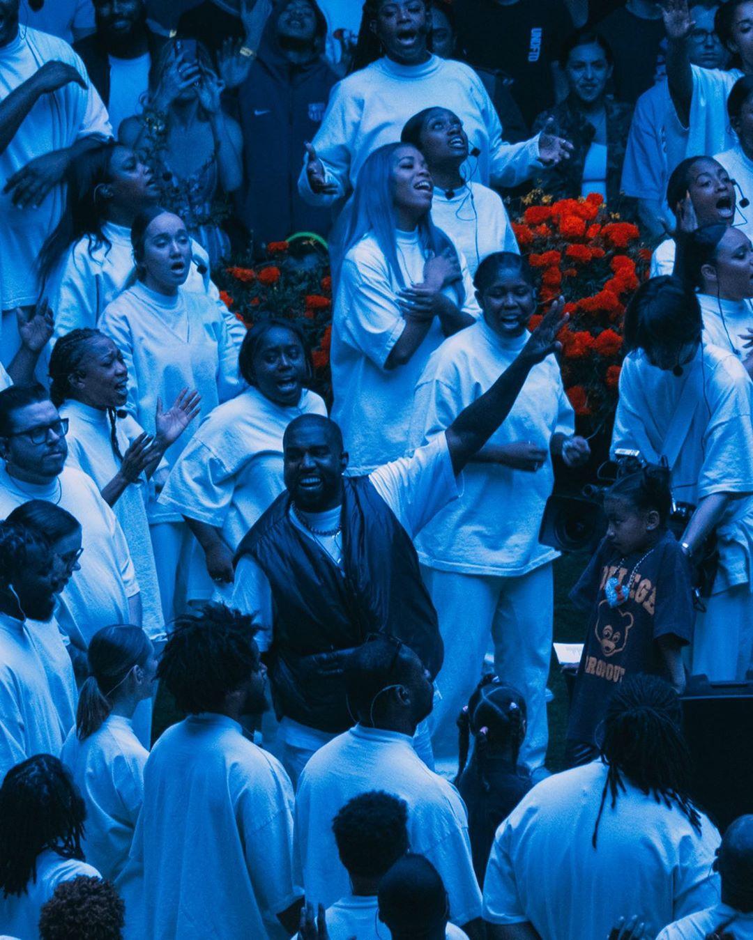 Kanye West invita a Clipse y Kenny G a su más reciente Sunday Service en Los Ángeles