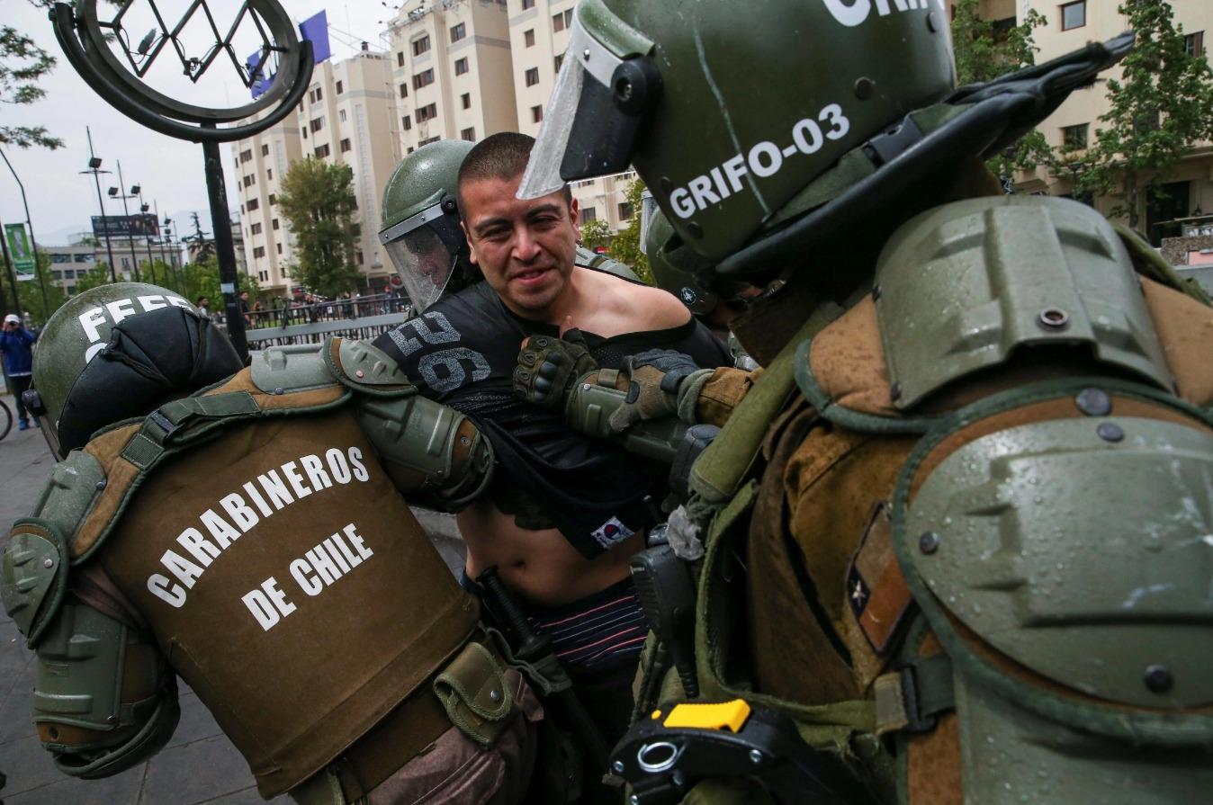 Chile: INDH confirma denuncias contra Carabineros y militares por vejaciones sexuales, maltratos, golpes y desnudar a detenidos