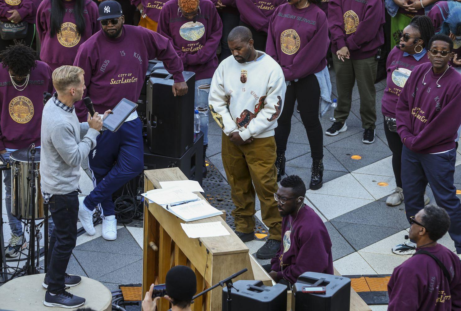 """Kanye West hizo un discurso político en su más reciente Sunday Service: """"Nunca he tomado una decisión basada solo en mi color de piel"""""""