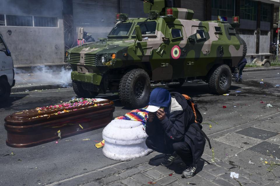 Bolivia: Marcha que llevaba los ataúdes de manifestantes es reprimida por la policía