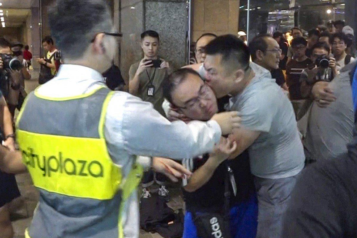 VIDEO: Ataque con cuchillo en Hong Kong deja 7 heridos durante intensa jornada de protestas