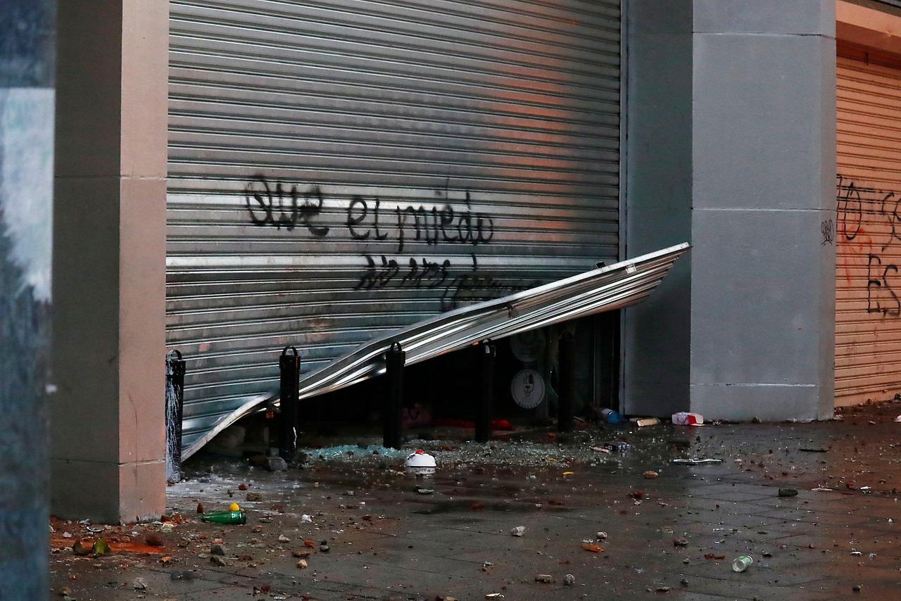 Crisis en Chile: El concejal que coordinaba saqueos desde su celular