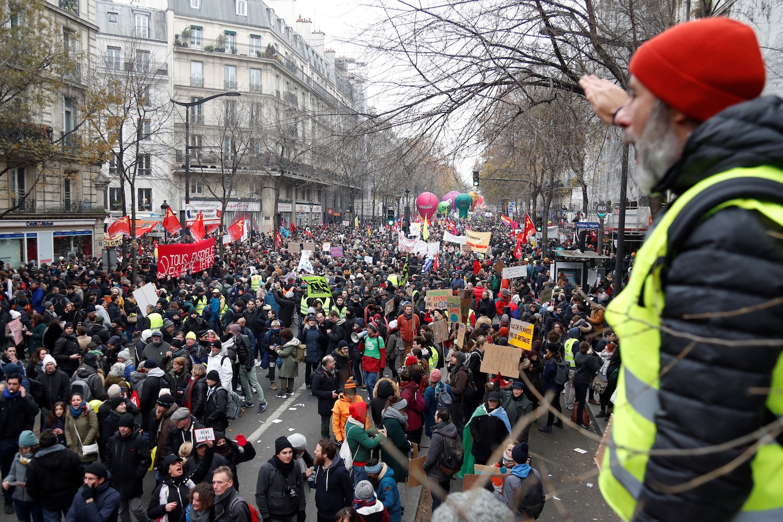 Francia enfrenta su segundo día de huelga contra las nuevas reformas de Macron