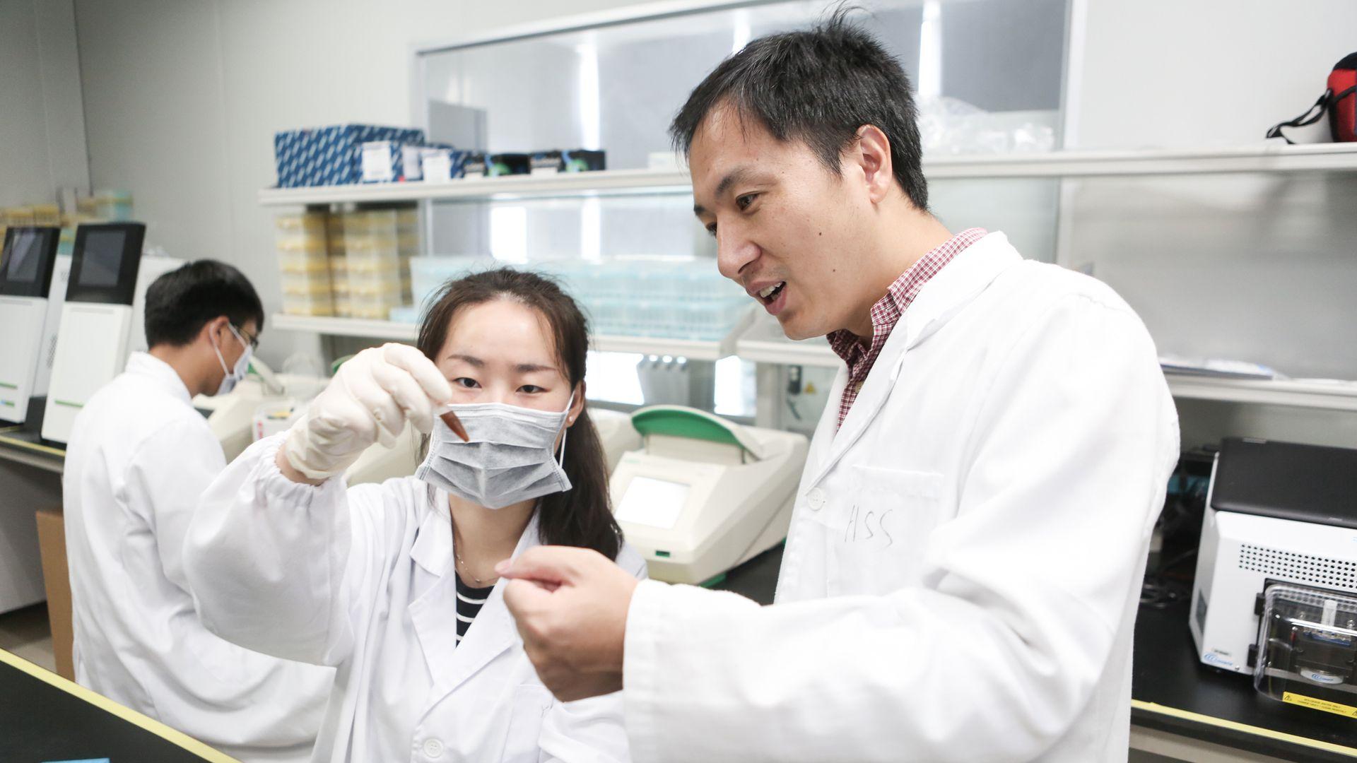 China envió a prisión a tres científicos que manipularon bebés genéticamente