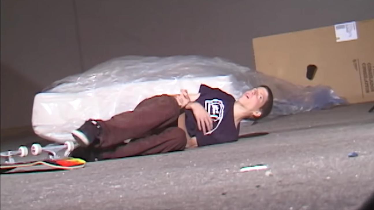 """""""Battle Scars"""": Aaron """"Jaws"""" Homoki nos ofrece un vistazo a las lesiones más peligrosas del skateboarding en este vídeo"""