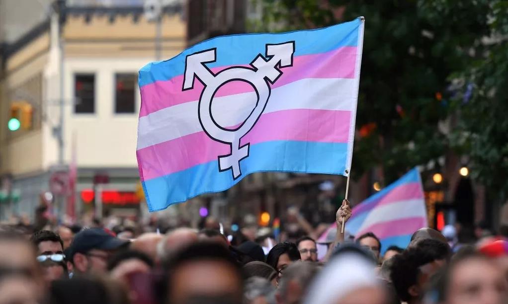 Los adolescentes trans tienden más riesgo de suicidio que sus pares cisgénero, según estudio