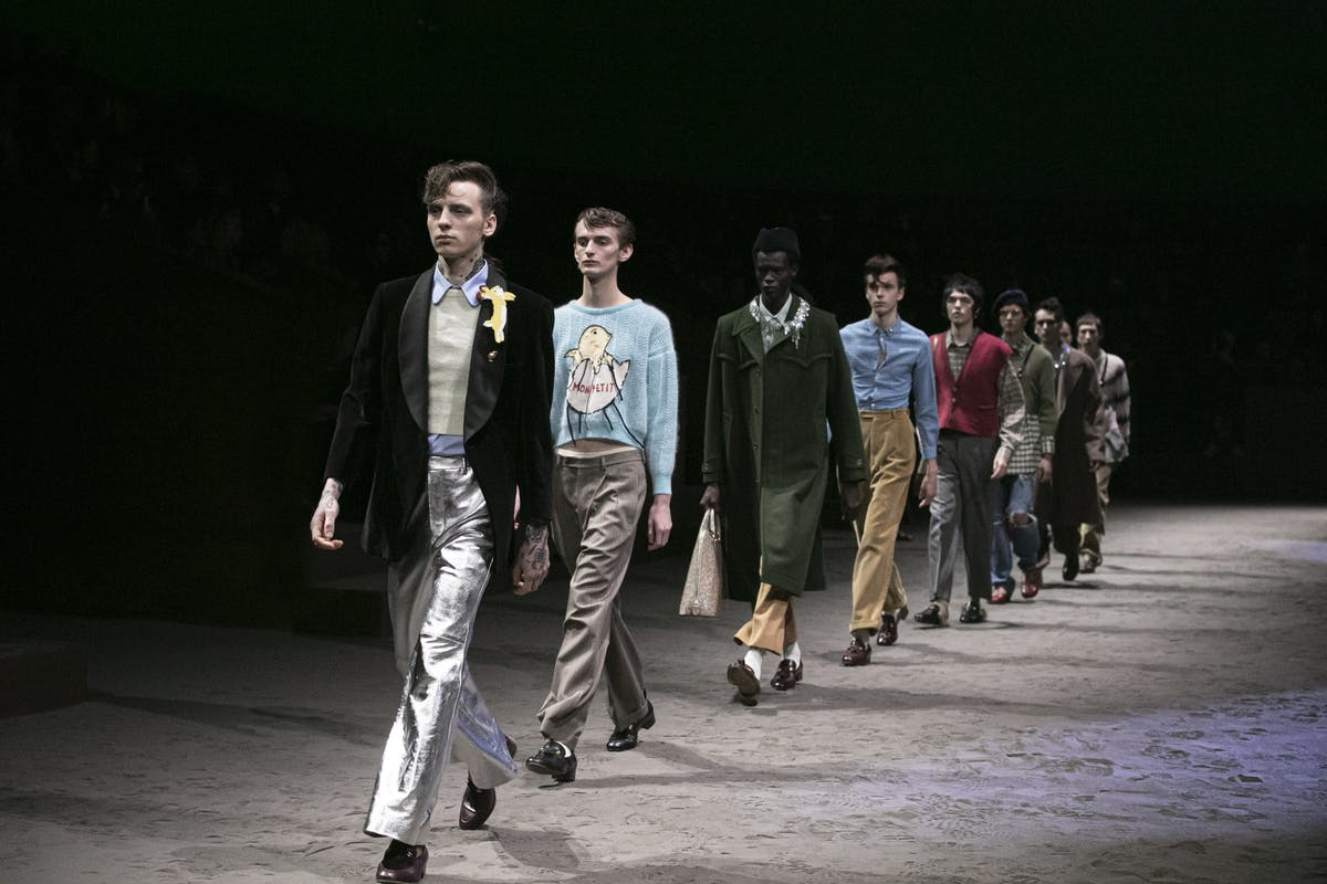 Gucci sacude Milán con una pasarela que rompe con la masculinidad tóxica y la identidad de género