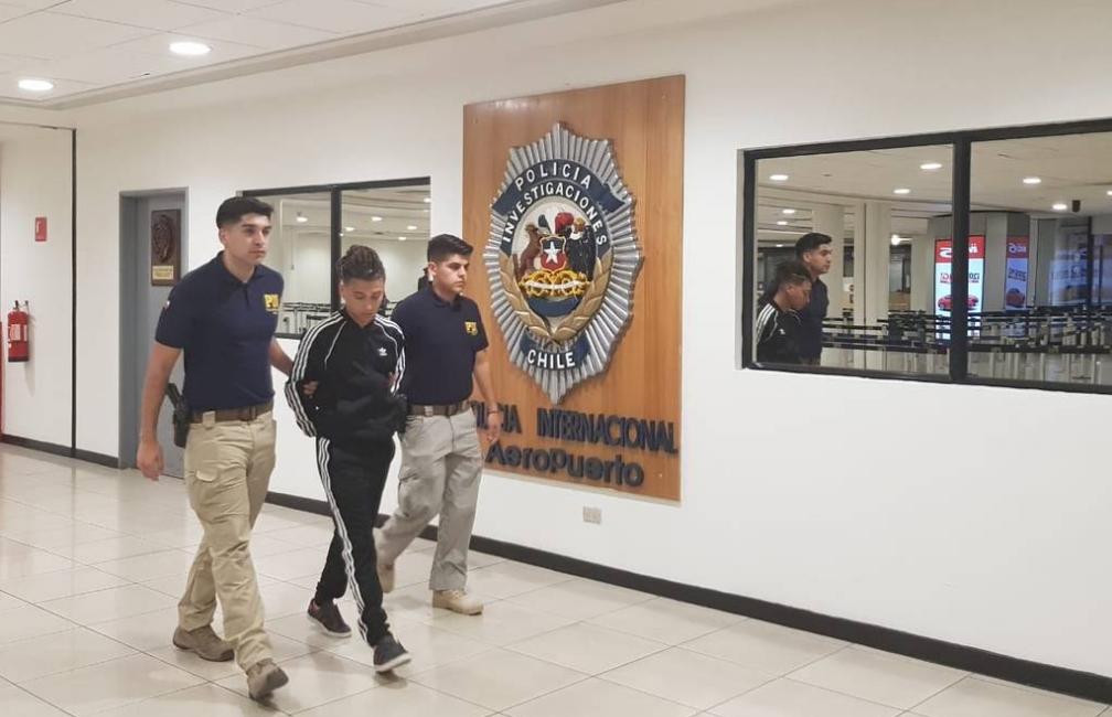 Chile: Detenido el artista trap Pablo Chill-E en el aeropuerto de Santiago