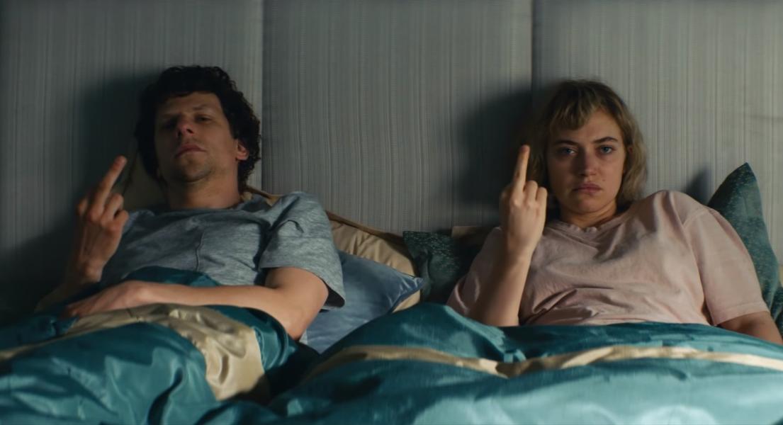 """Vivarium"": Jesse Eisenberg e Imogen Poots están atrapados en una casa infernal en este perturbador trailer"