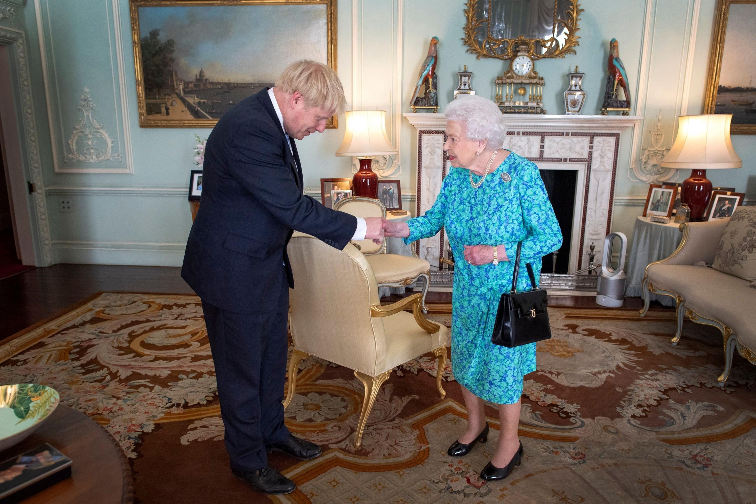 Brexit: Reina Isabel II firma acuerdo que separa al Reino Unido de la Unión Europea