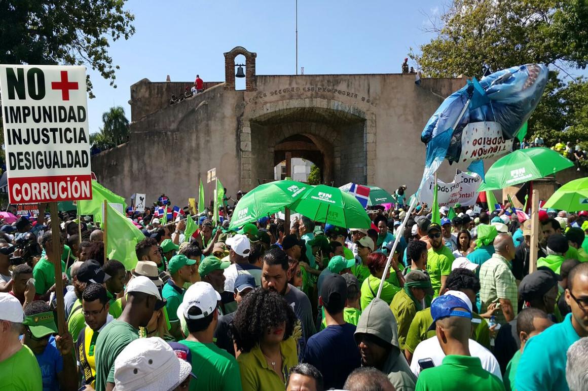 República Dominicana: Opositores exigen renuncia de la JCE tras siete días de protestas por la suspensión de elecciones
