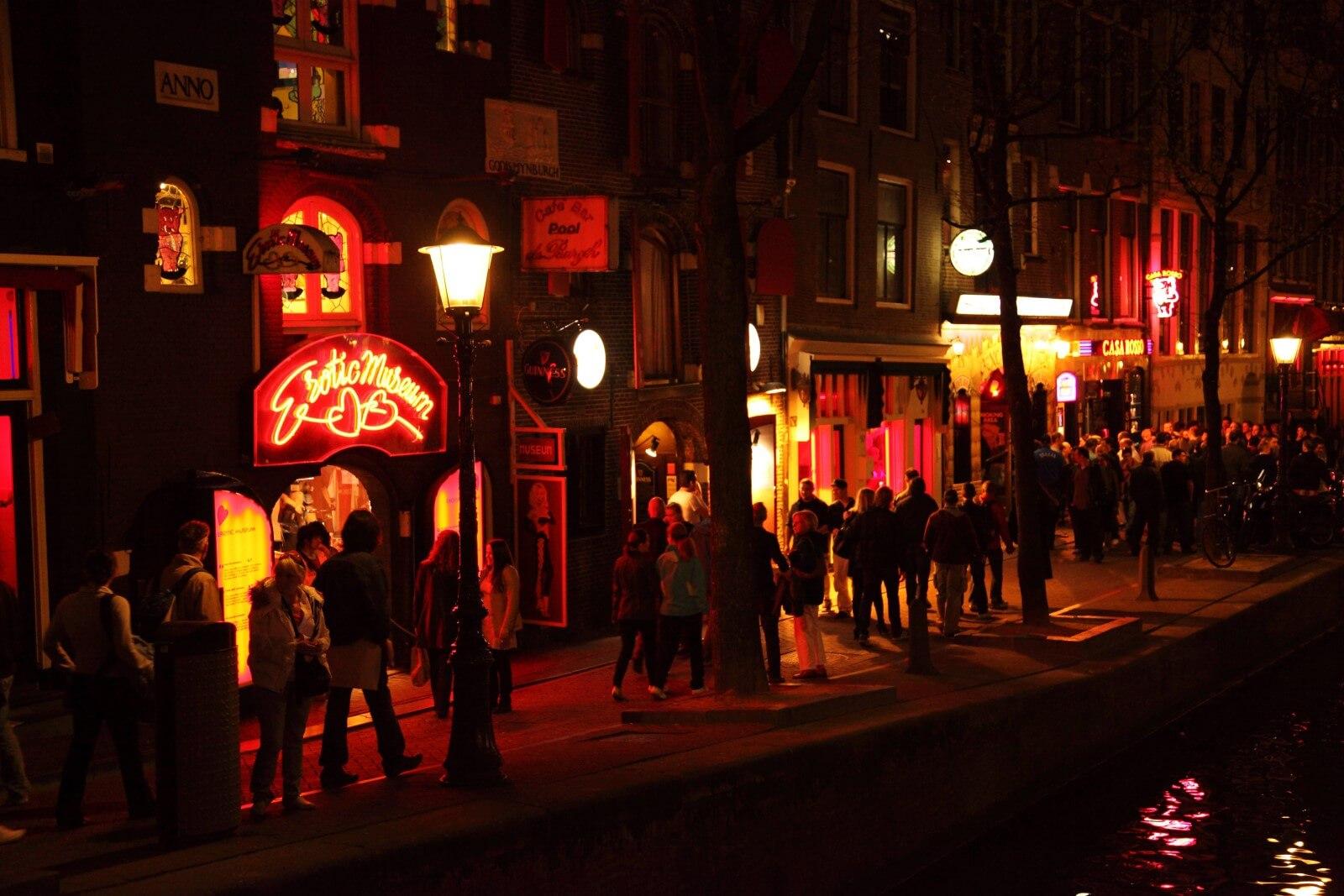 Amsterdam podría prohibir a los turistas comprar cannabis