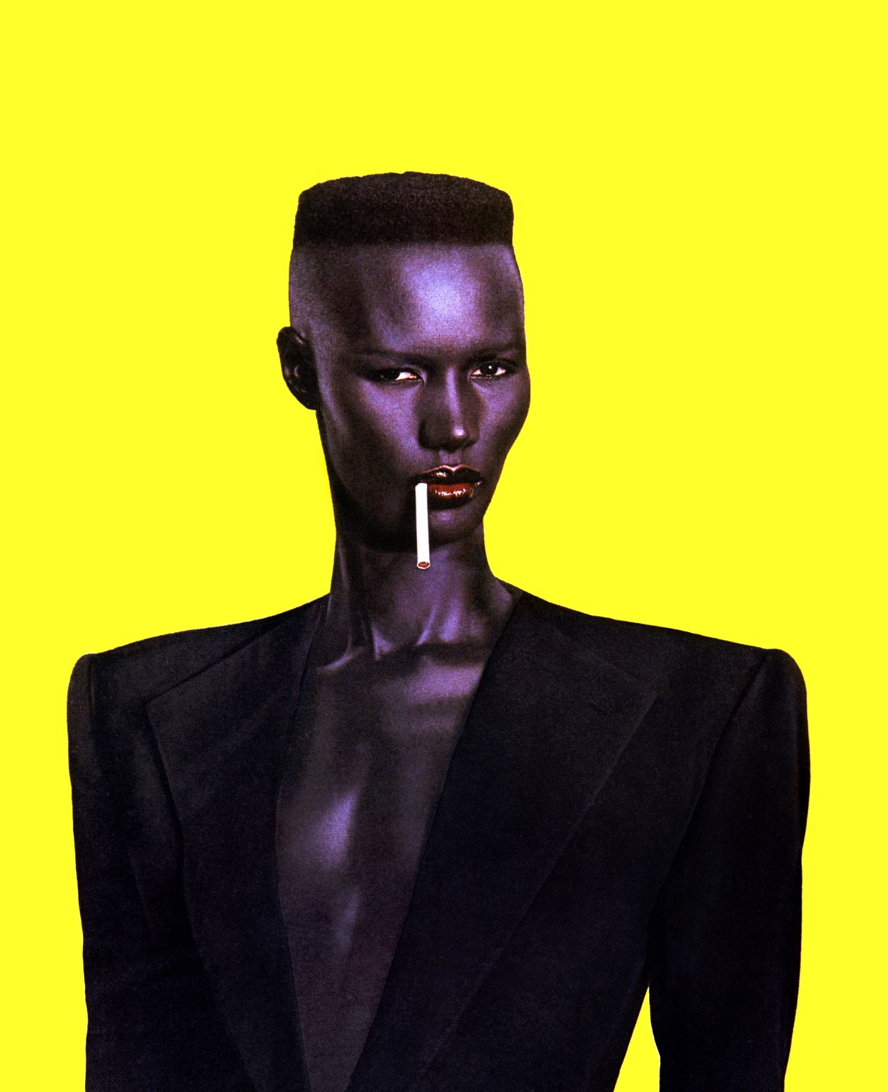 10 looks de Grace Jones que la convierten en la diosa afrofuturista de la moda