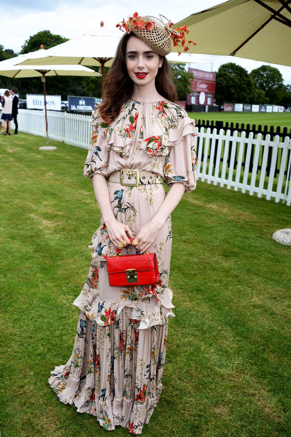 Lily Collins en el Cartier Queen's Cup Polo. Fotografía: Getty Images