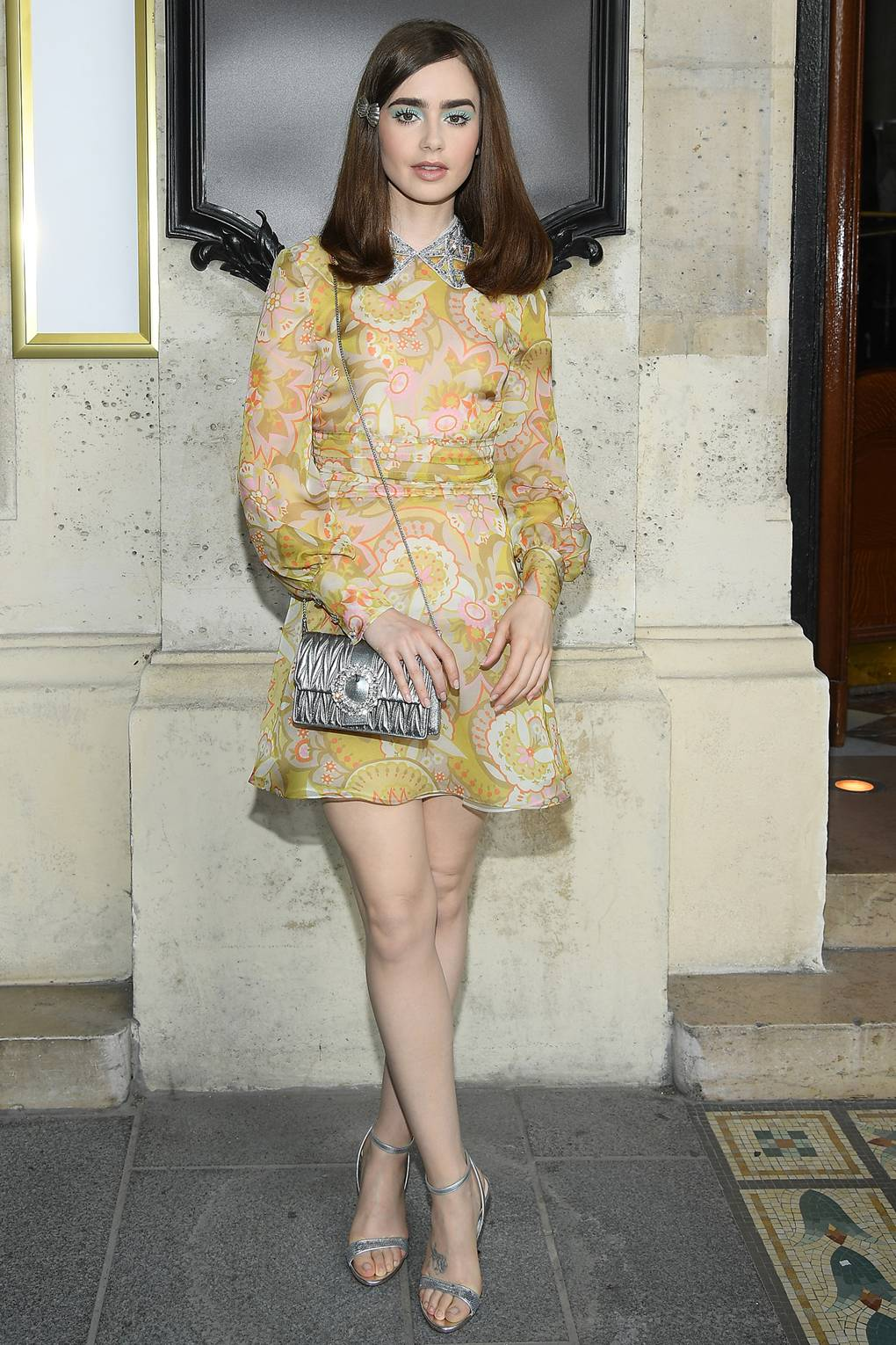 Lily Collins en el Miu Miu Fashion Show. Fotografía: Getty Images