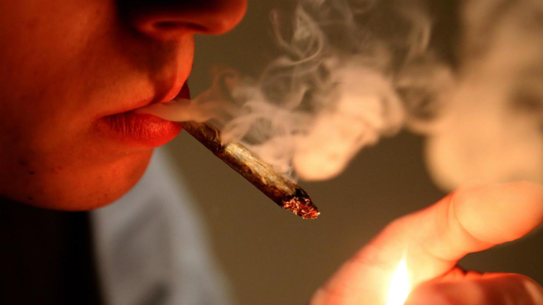 Hombre tuvo una erección de 12 horas tras fumar marihuana