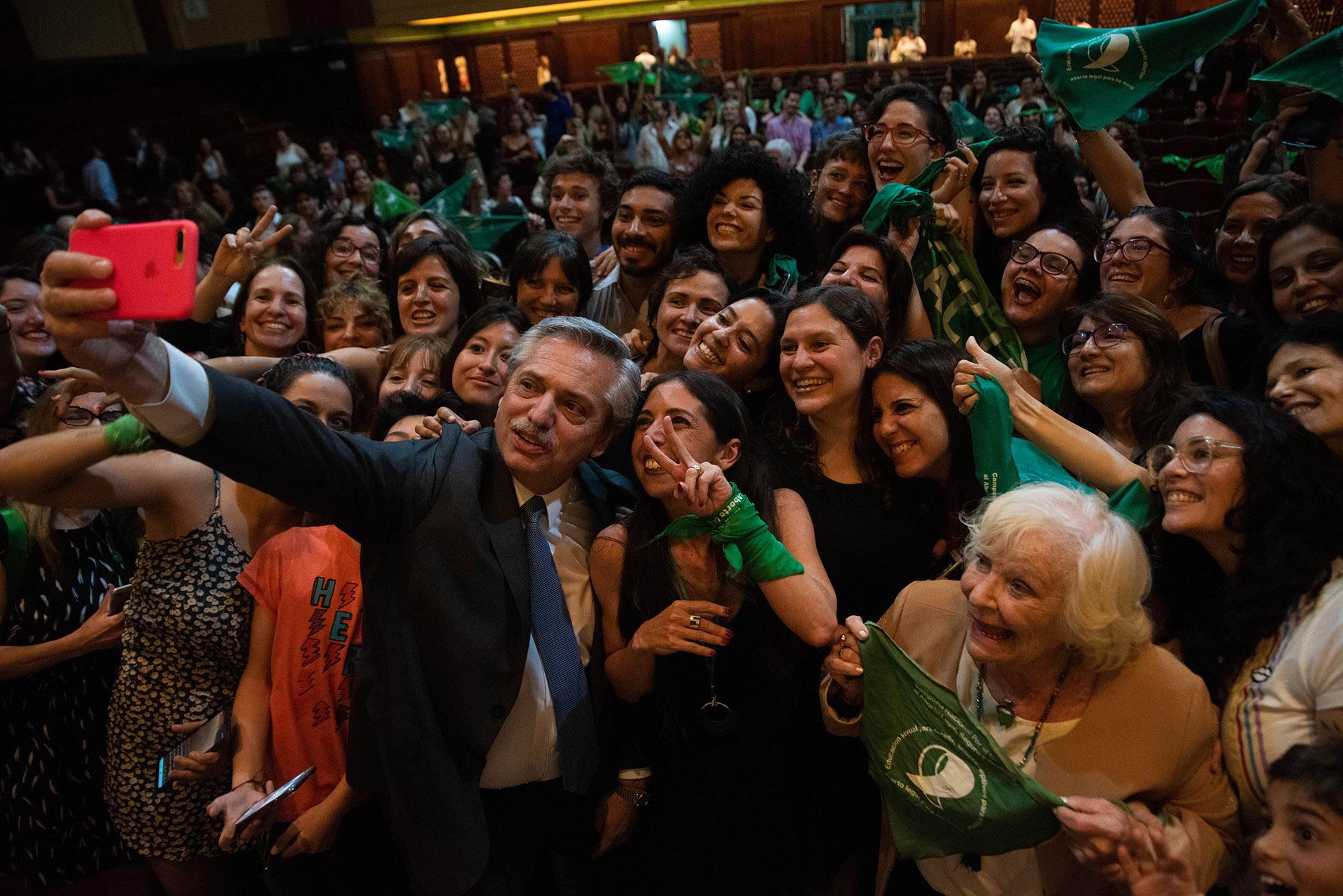Argentina: Alberto Fernández promueve ante el Congreso ley de aborto legal