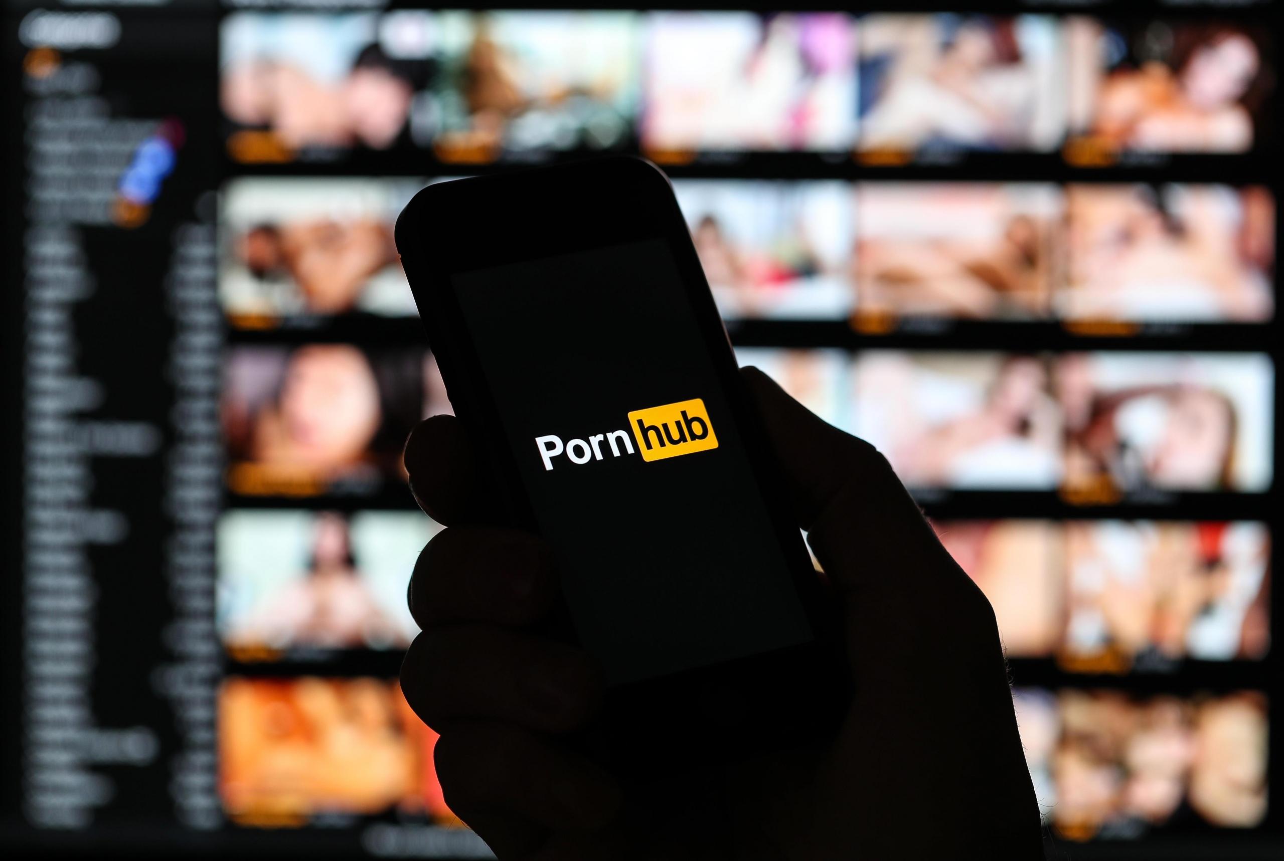 Pornhub ofrece contenido premium gratis para todo el mundo y hace donaciones para ayudar a combatir el COVID-19