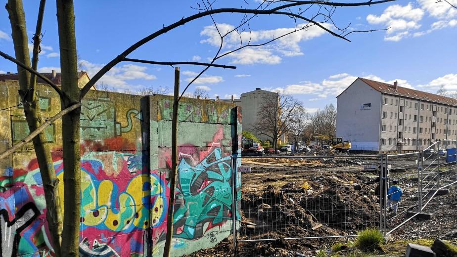 Derriban parte del muro de Berlín para construir apartamentos de lujo