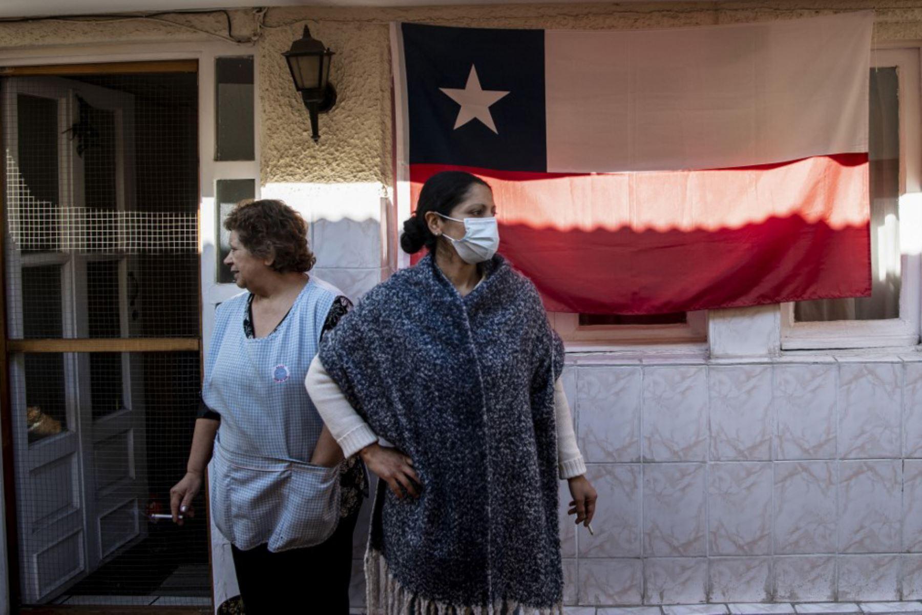 Chile: 15% de los pacientes confirmados con COVID-19 sale a trabajar más de una vez a la semana