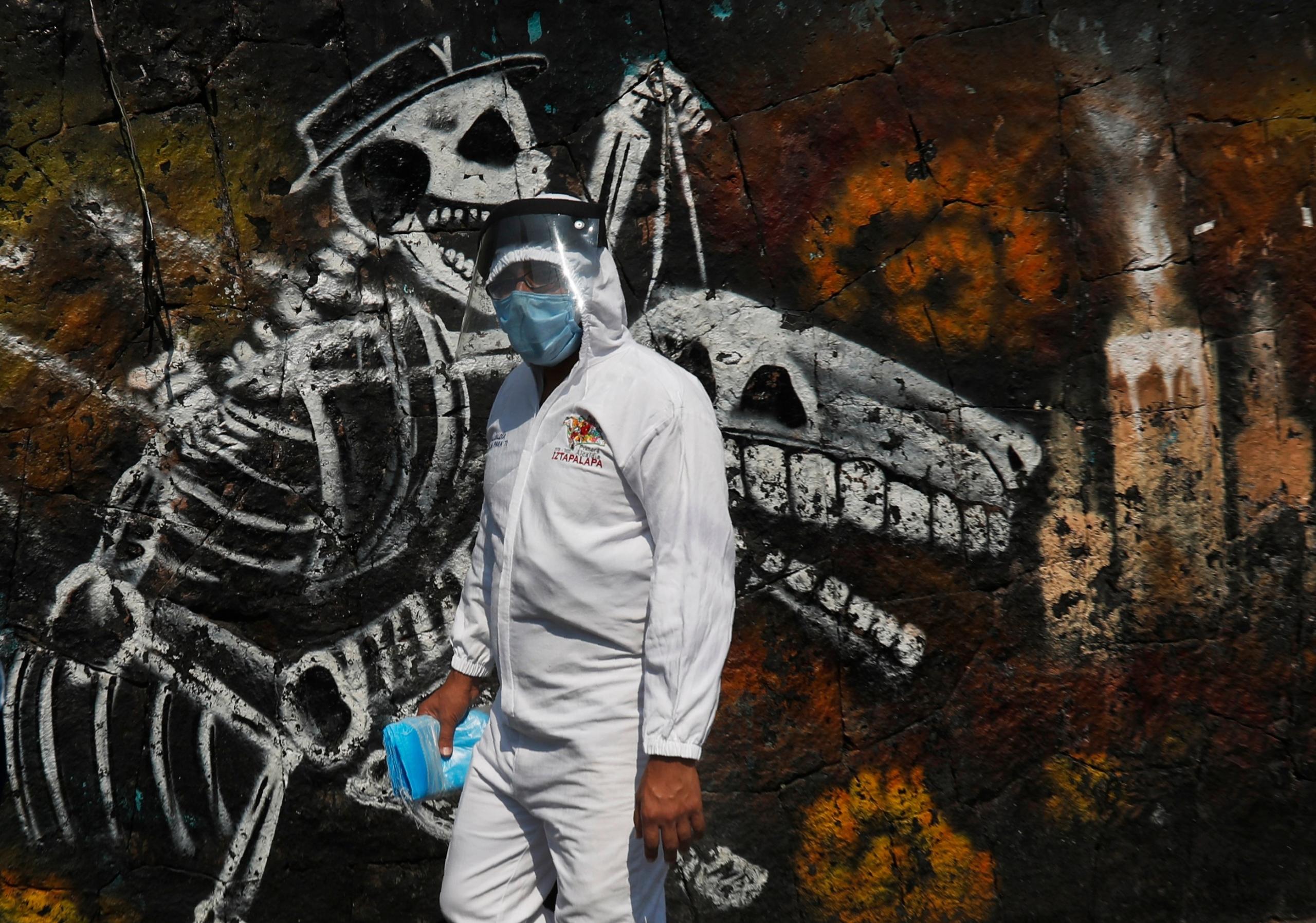 Coronavirus: 53,7% de los casos en Chile son menores de 40 años; 60% de los brasileños quieren medidas más estrictas