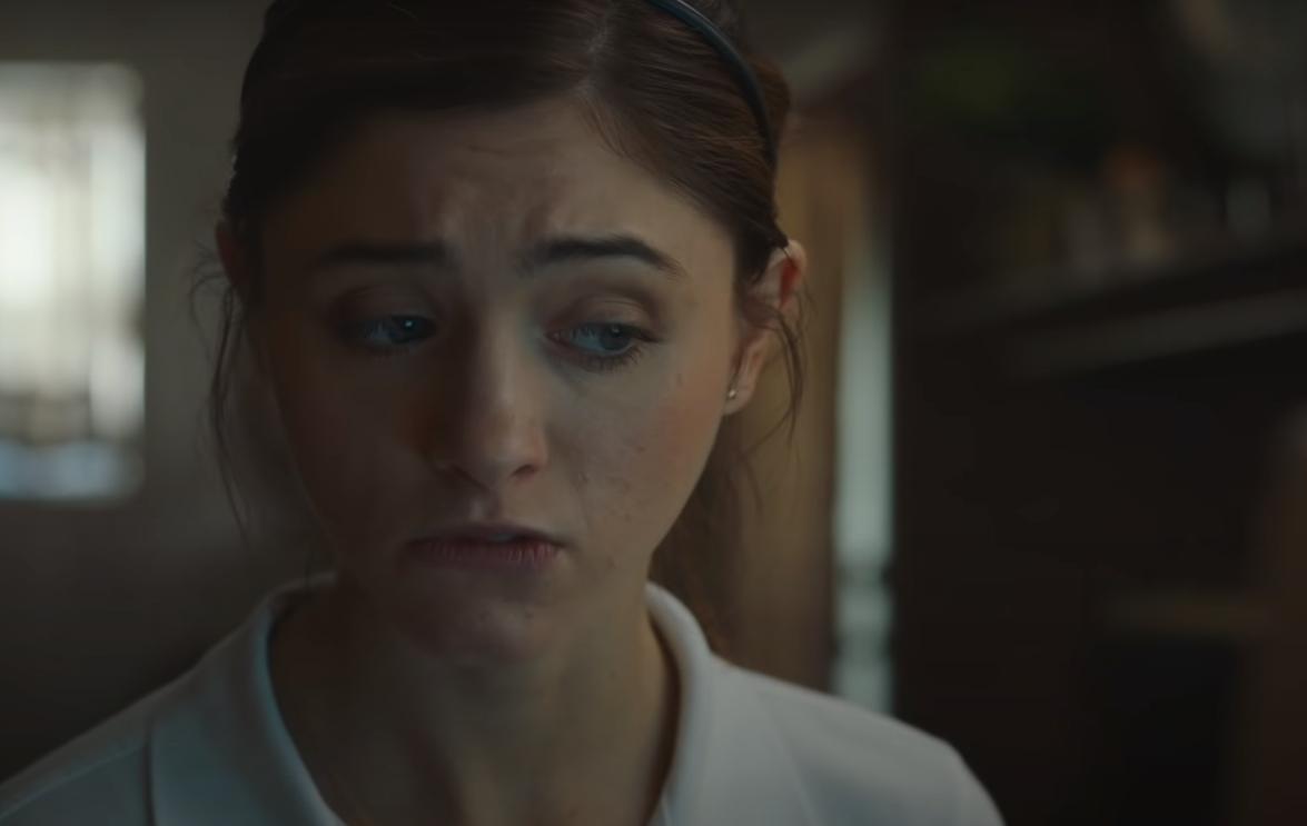 """""""Yes, God, Yes"""": Natalia Dyer descubre la bendición de la masturbación en el trailer de esta comedia adolescente"""