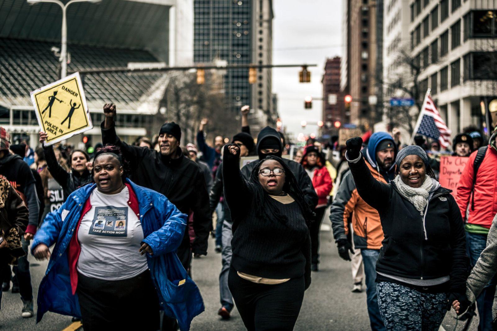 En diciembre de 2015, los manifestantes salieron a las calles del centro de Cleveland al día siguiente de que el jurado local decidiera no acusar a Loehmann y a su compañero. Fotografía: Michael Nigro/Pacific Press/LightRocket via Getty Images