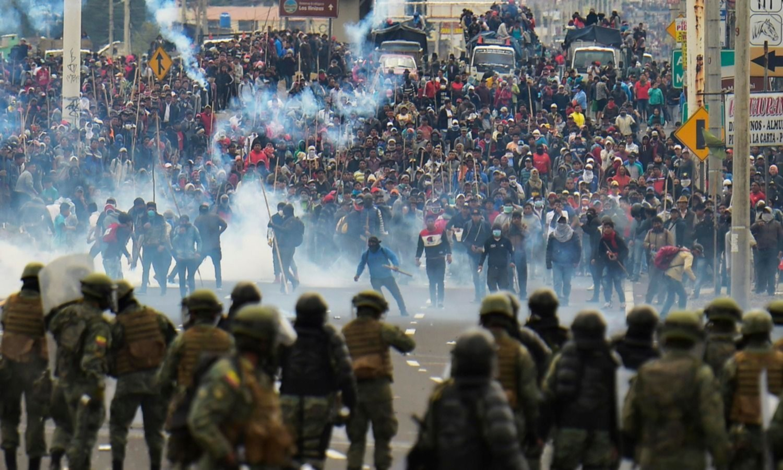 "Ecuador: Corte Constitucional suspende polémico reglamento que autorizaba uso de ""fuerza letal"" contra  manifestantes"