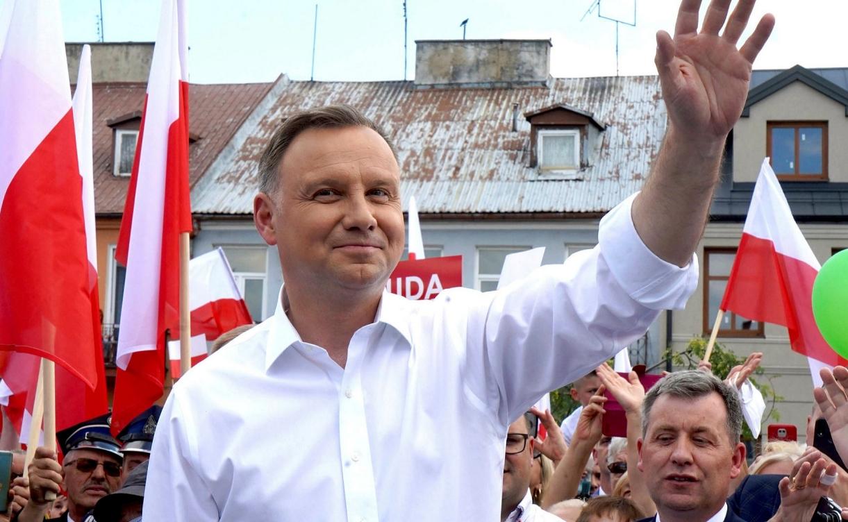 """El presidente polaco llama a la """"ideología"""" LGBTQI+ """"peor que el comunismo"""" y """"destructiva para la humanidad"""""""