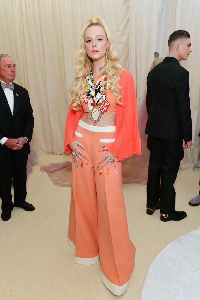 10 looks de Elle Fanning que la convierten en un icono del glamour y la elegancia