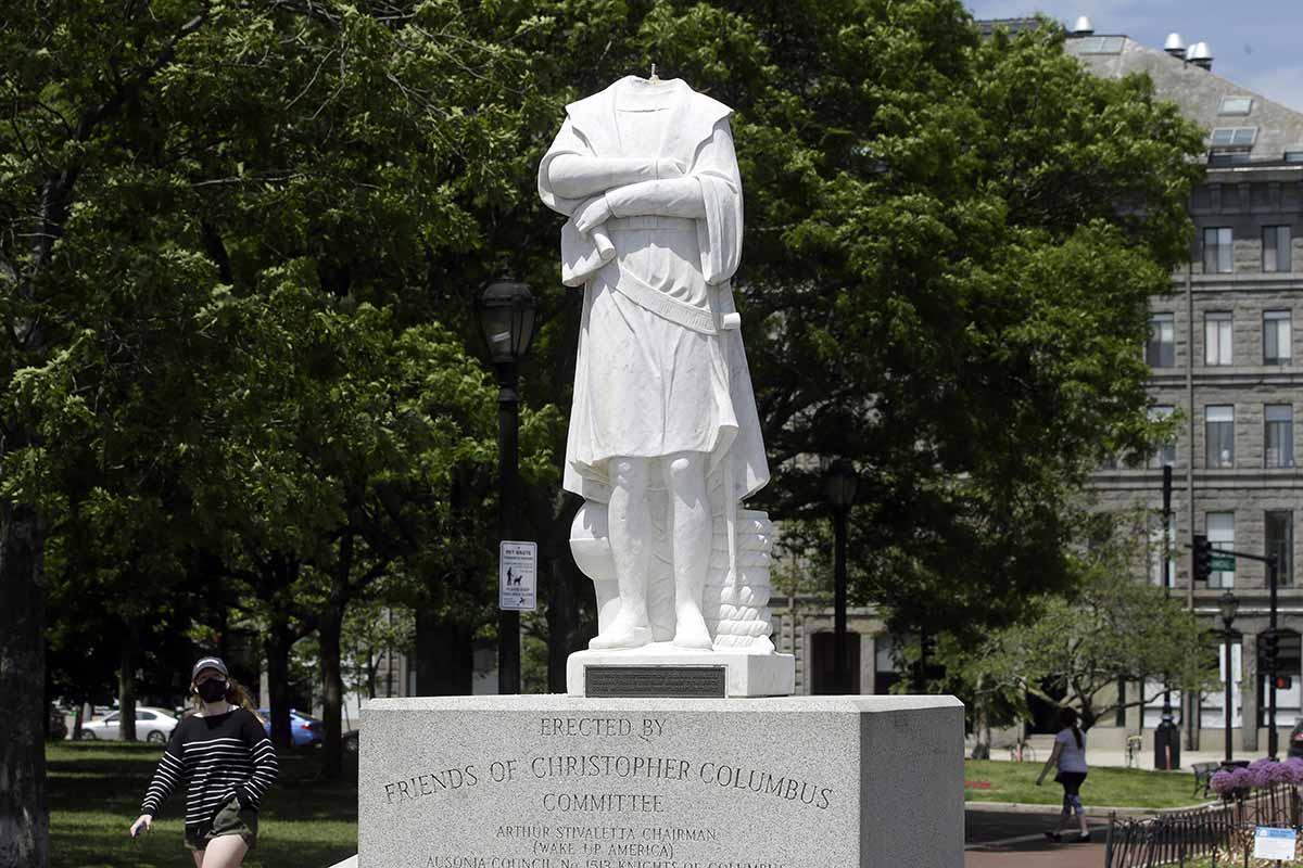 Estatuas de conquistadores y esclavizadores son destruidas alrededor del mundo