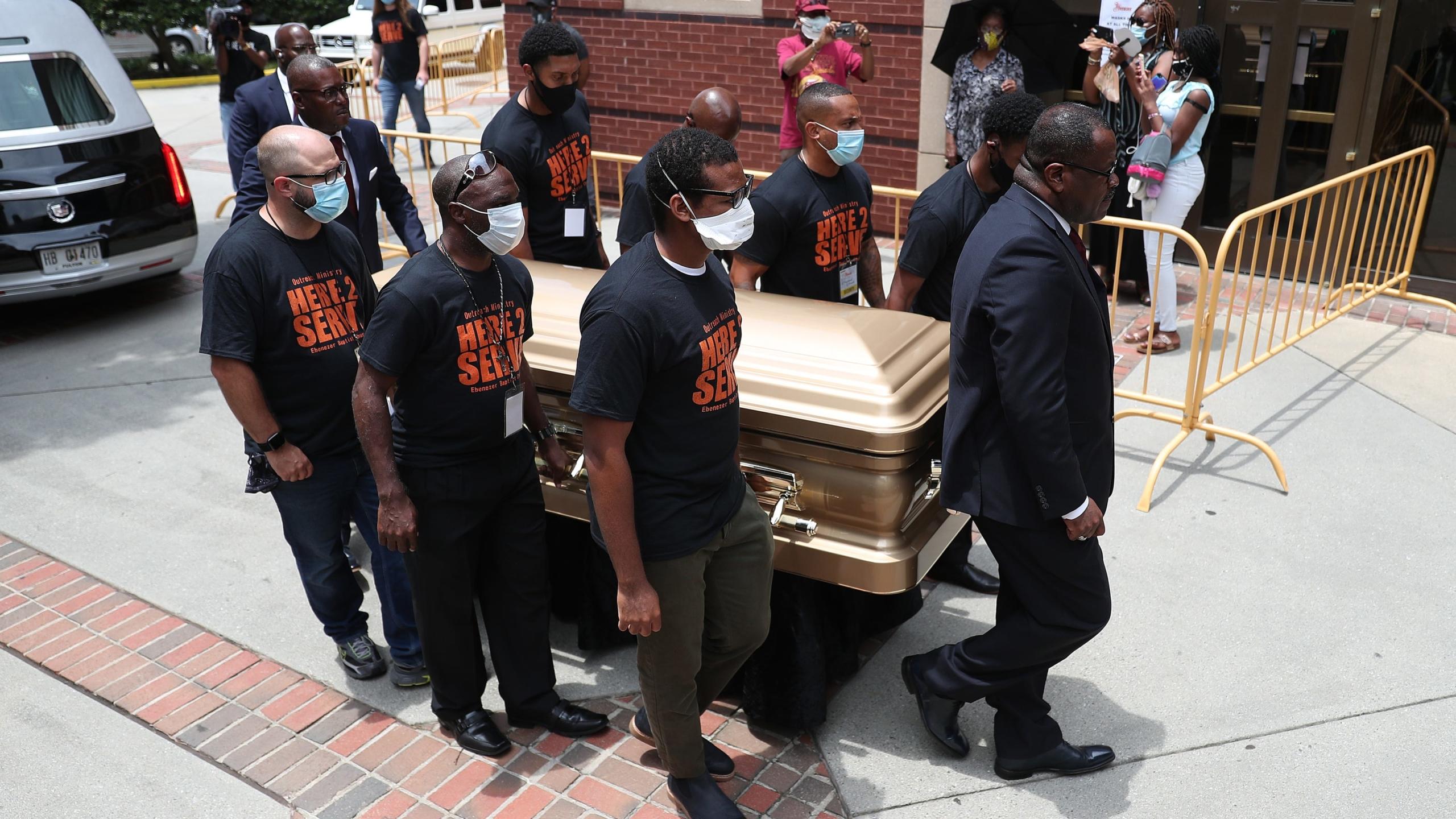"""EE.UU.: Atlanta le da el último adiós a Rayshard Brooks; Trump amenaza con """"10 años de cárcel"""" a quienes derriben estatuas"""