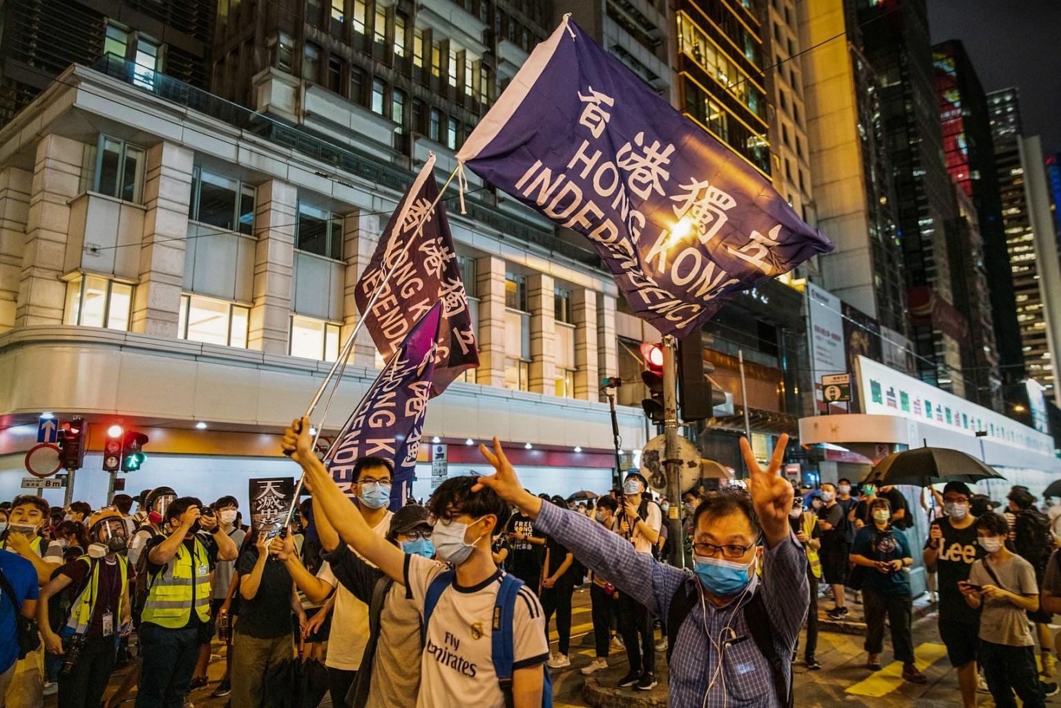 Hong Kong: Manifestantes celebraron el primer año de protestas entre arrestos y gas pimienta