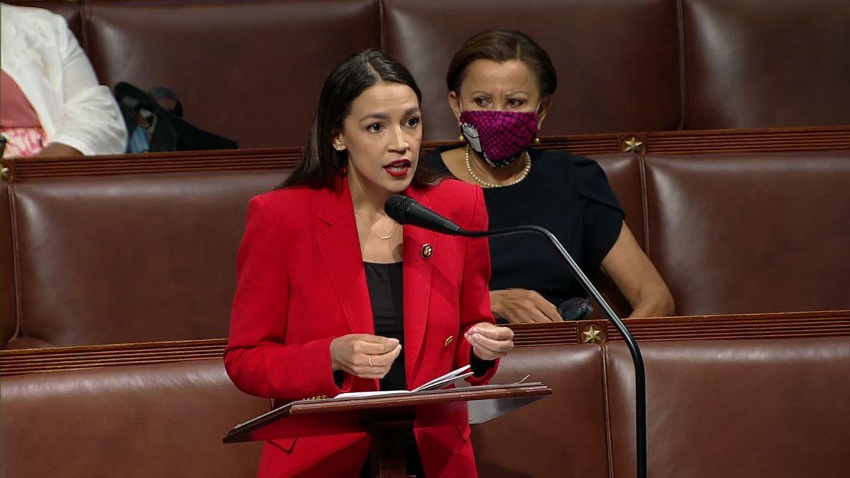"""La contundente respuesta de Alexandria Ocasio-Cortez al congresista que la insultó: """"Tener una hija no hace que un hombre sea decente"""""""