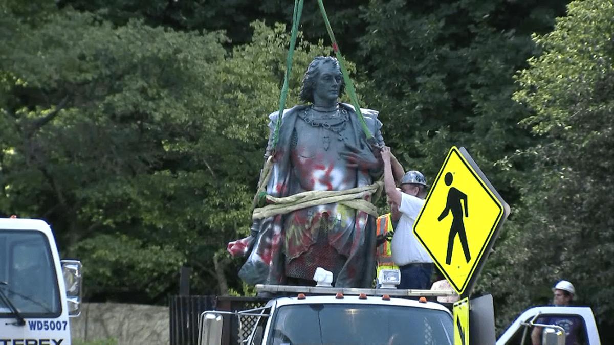 Retiran estatuas de Cristóbal Colón en Chicago luego de intensas protestas