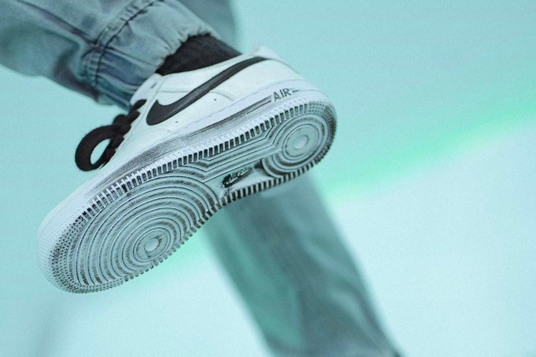"""La nueva zapatilla PEACEMINUSONE x Air Force 1 """"Para-Noise 2.0"""". Fotografía: Nike"""