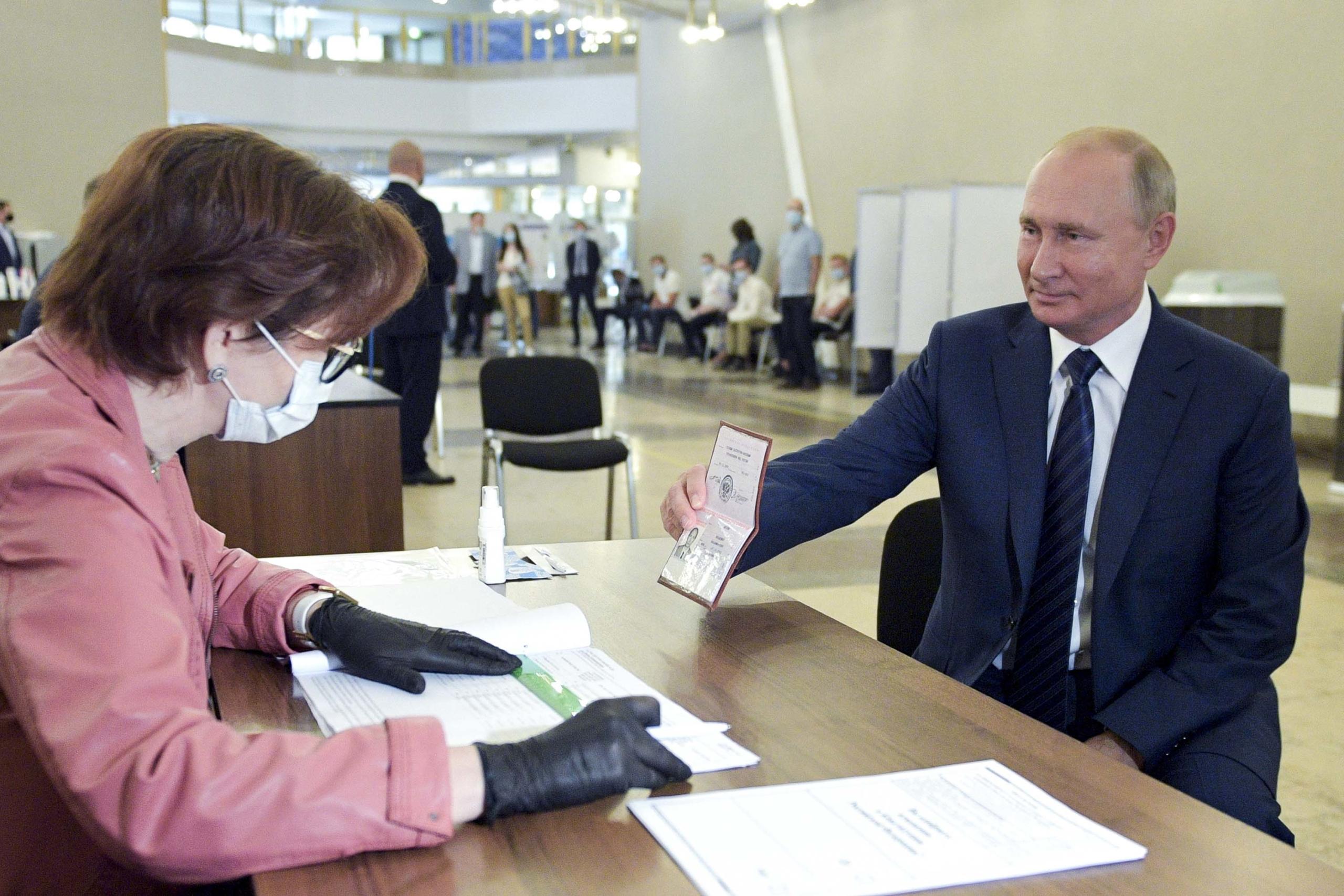 Rusia: 76% de los votantes aprueban reforma que perpetuaría en el poder a Putin