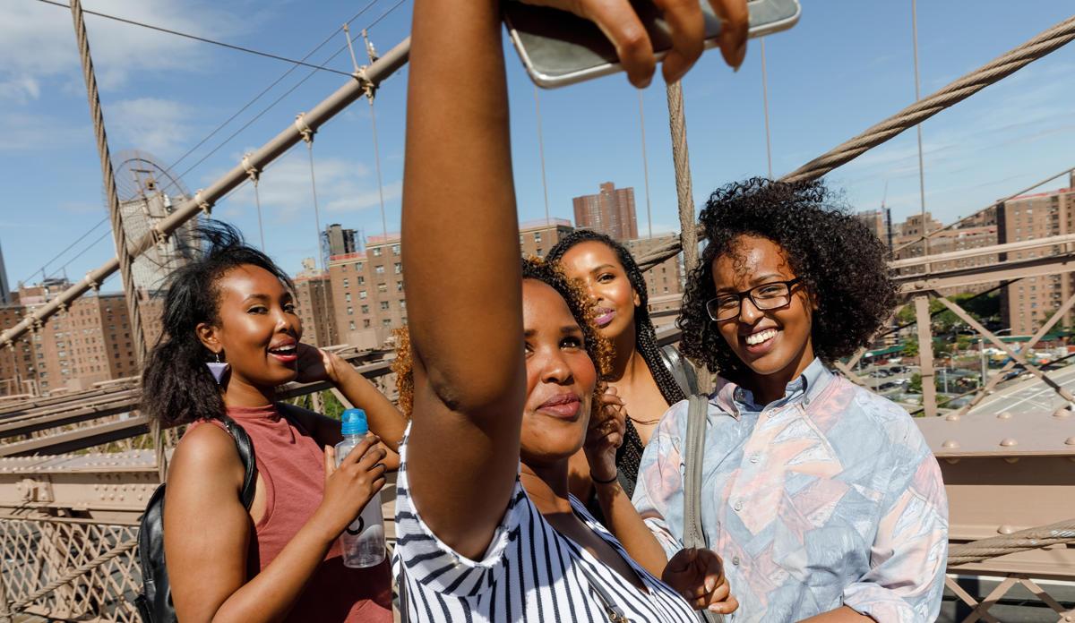 Los selfies no guardan relación con el narcisismo, de acuerdo a nuevo estudio