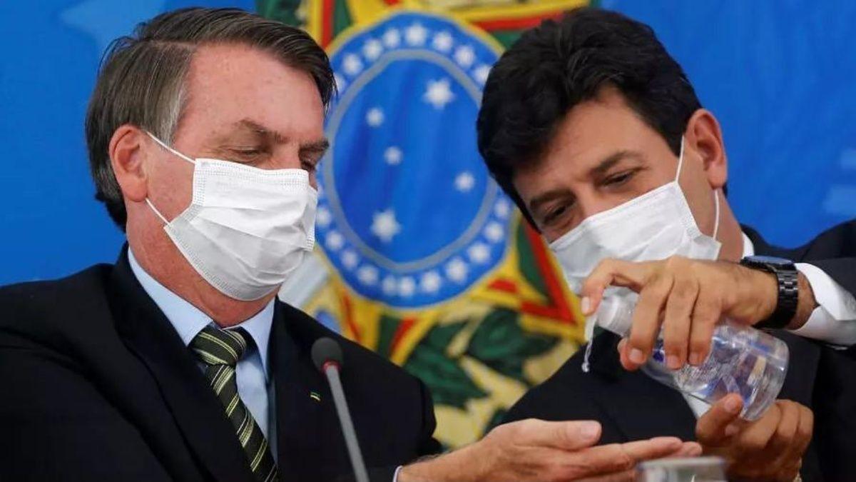 """Coronavirus: Exministro acusa a Bolsonaro de llevar a Brasil a una """"catástrofe""""; México es el tercer país con más muertes"""