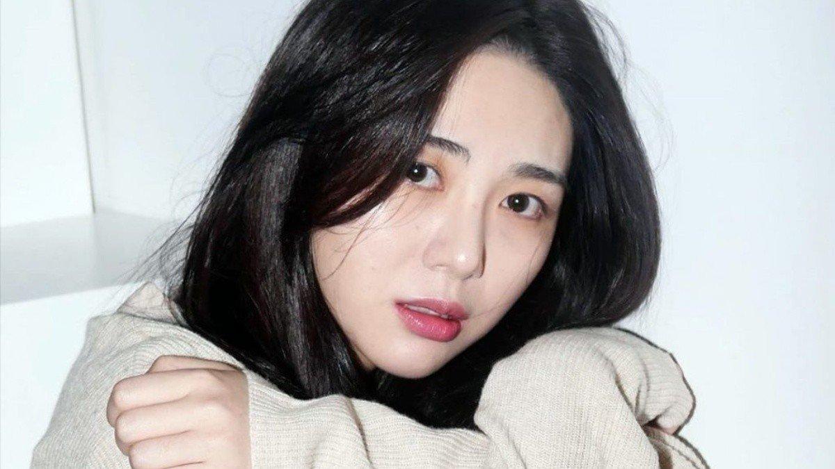 Mina de AOA se recupera en casa luego de un intento de suicidio